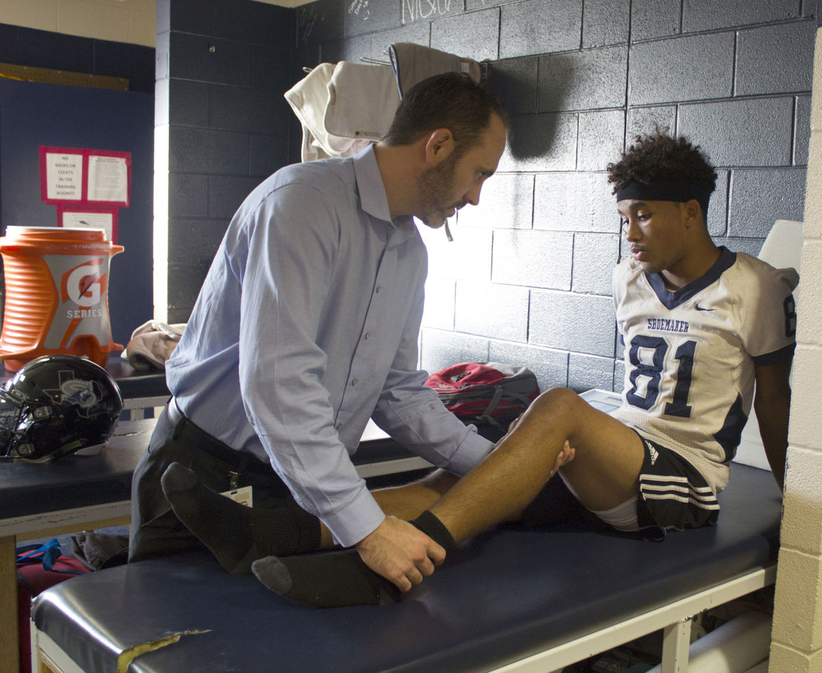 Sports & medicine: Local surgeon volunteers time to help local high school athletes